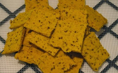 Sweet and savoury raw cracker biscuits