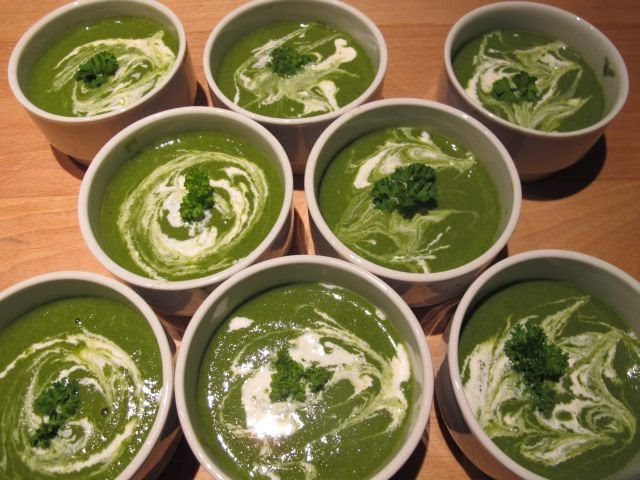 Spinach, pea and mint soup – vegan and almost raw